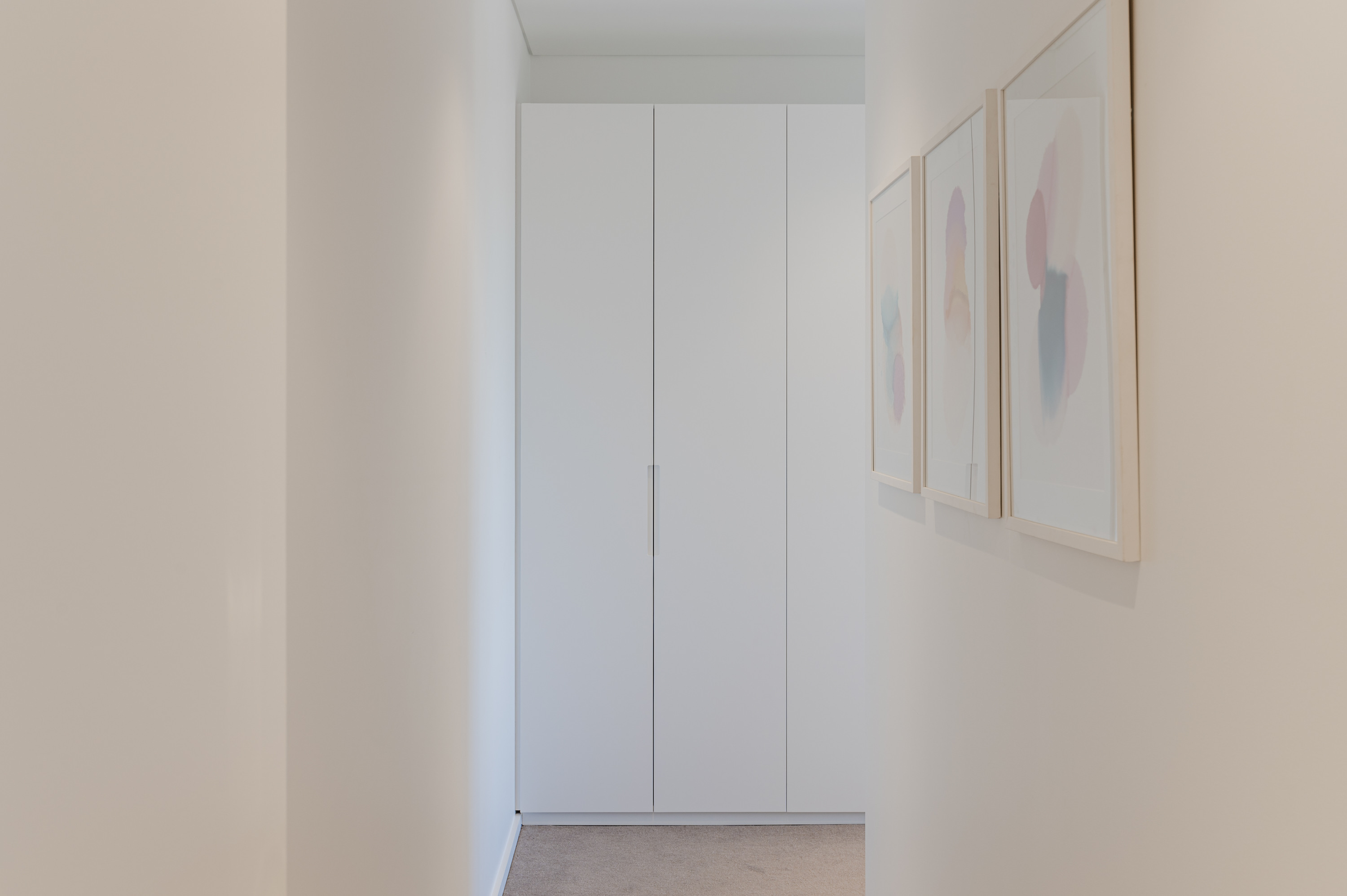 White Linen Cupboards by Instyle Wardrobes